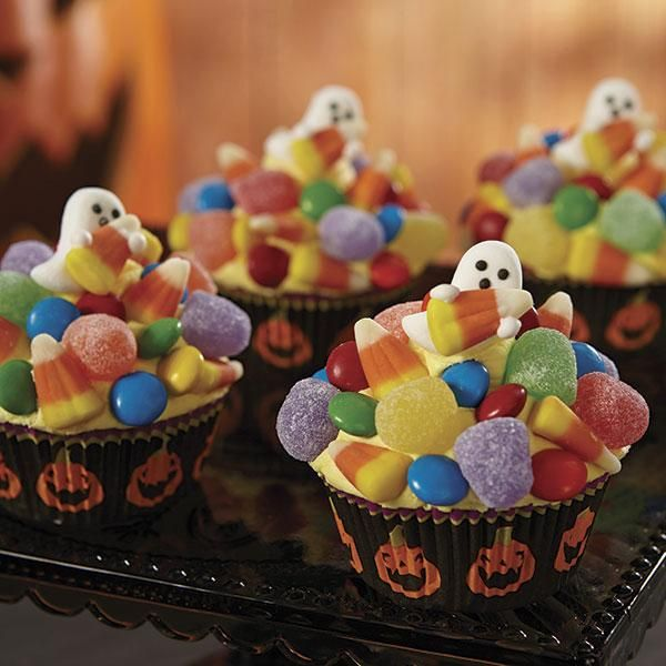 Halloween Ghost Cupcakes - Somebody got caught in the trick-or-treat - wilton halloween cupcake decorations