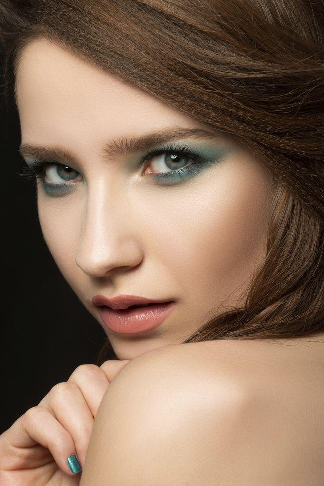 nice Элегантный макияж для зеленых глаз — Пошаговое фото вечерних и дневных вариантов Читай больше http://avrorra.com/makijazh-dlja-zelenyh-glaz-foto-poshagovoe/