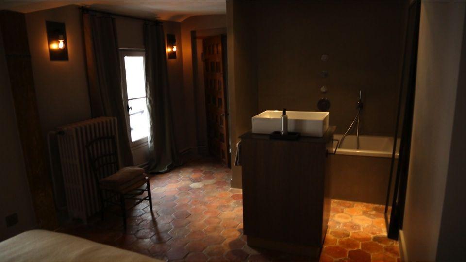 David Gaillard a cassé les murs  la salle de bain est entièrement