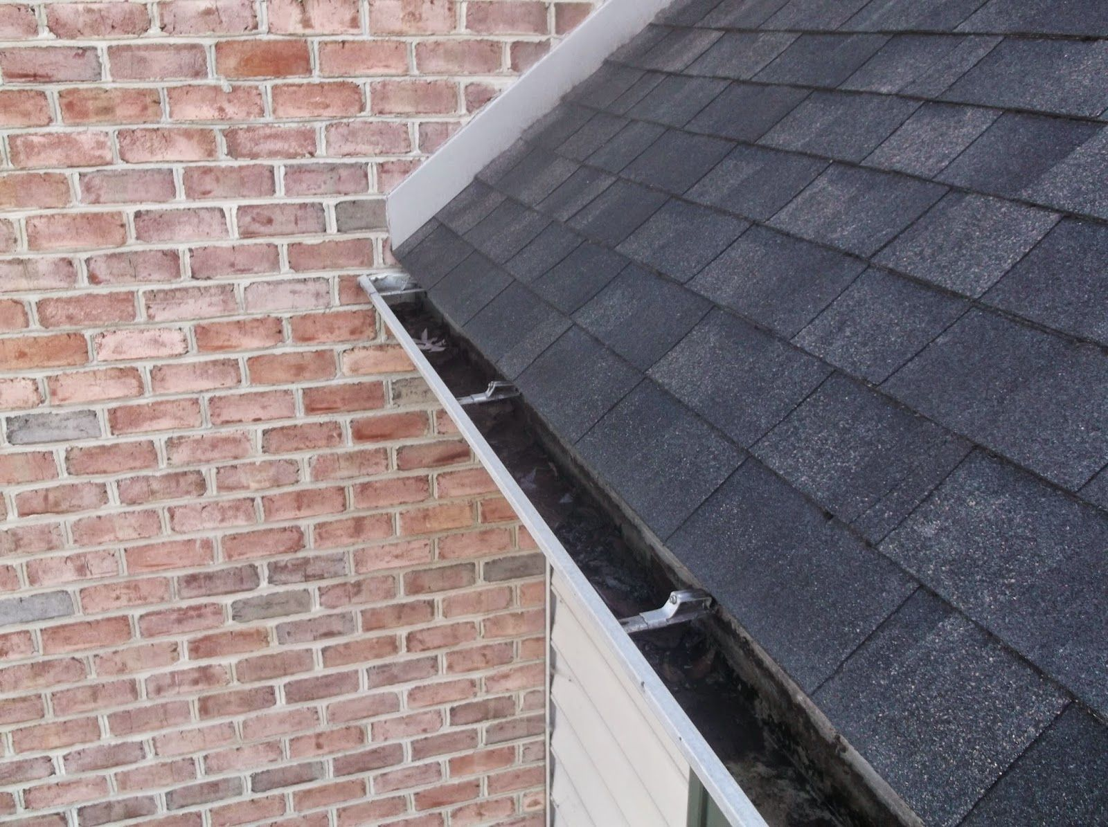Gutter cleaning lancaster pa cleaning clogged gutters in