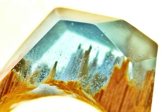 Bijuteria de madeira com resina