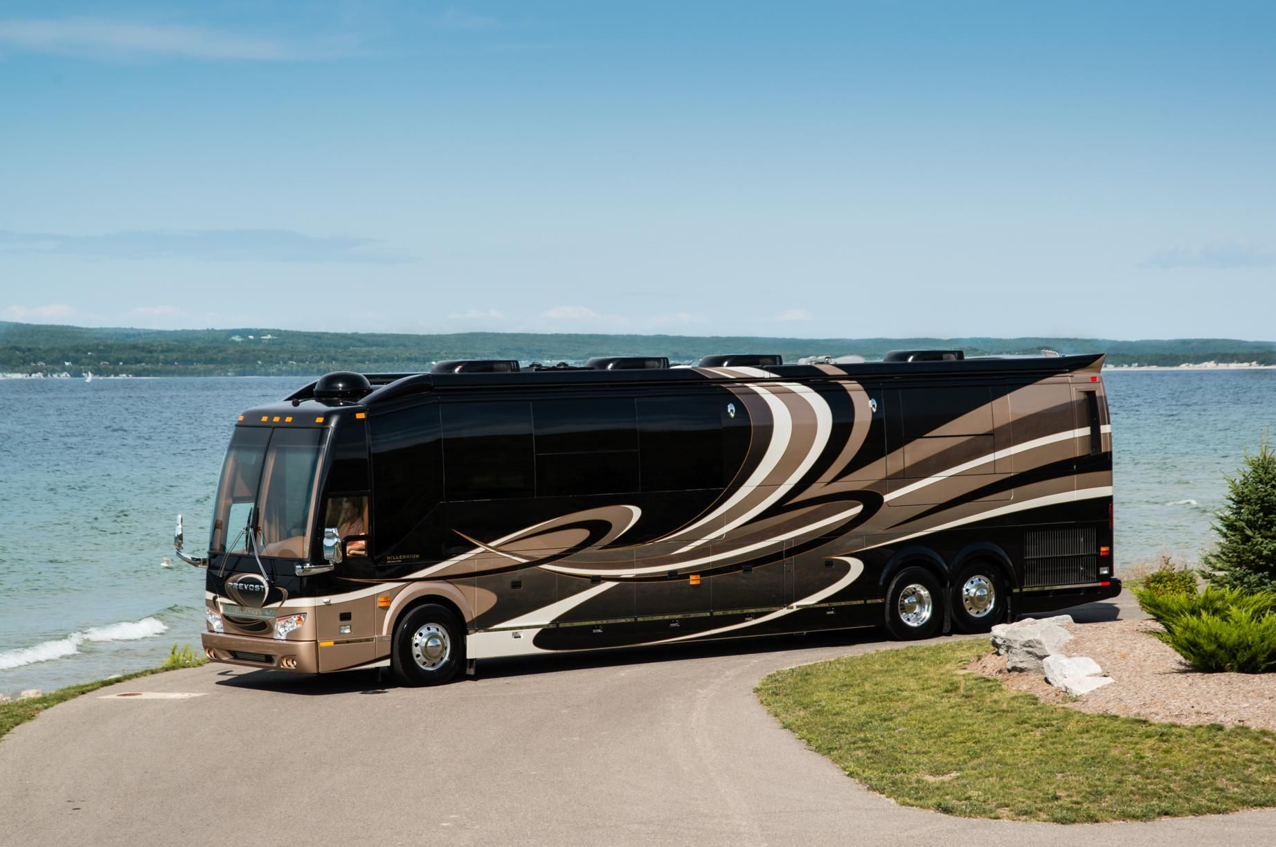 Luxury motorhomes luxury motorhome builder unveils the for Million dollar motor coaches