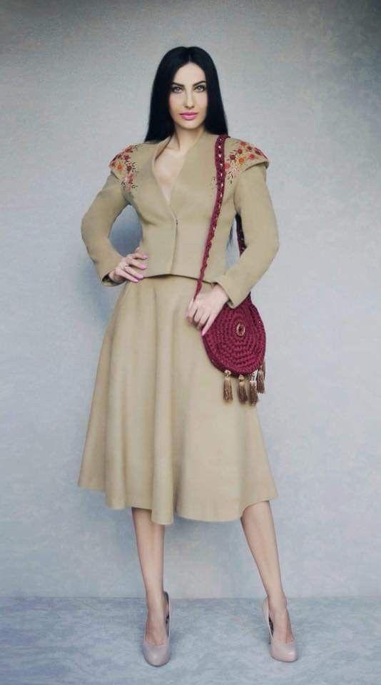 Пін від користувача Наталі на Сучасний одяг з вишивкою  5306299bc6b0c
