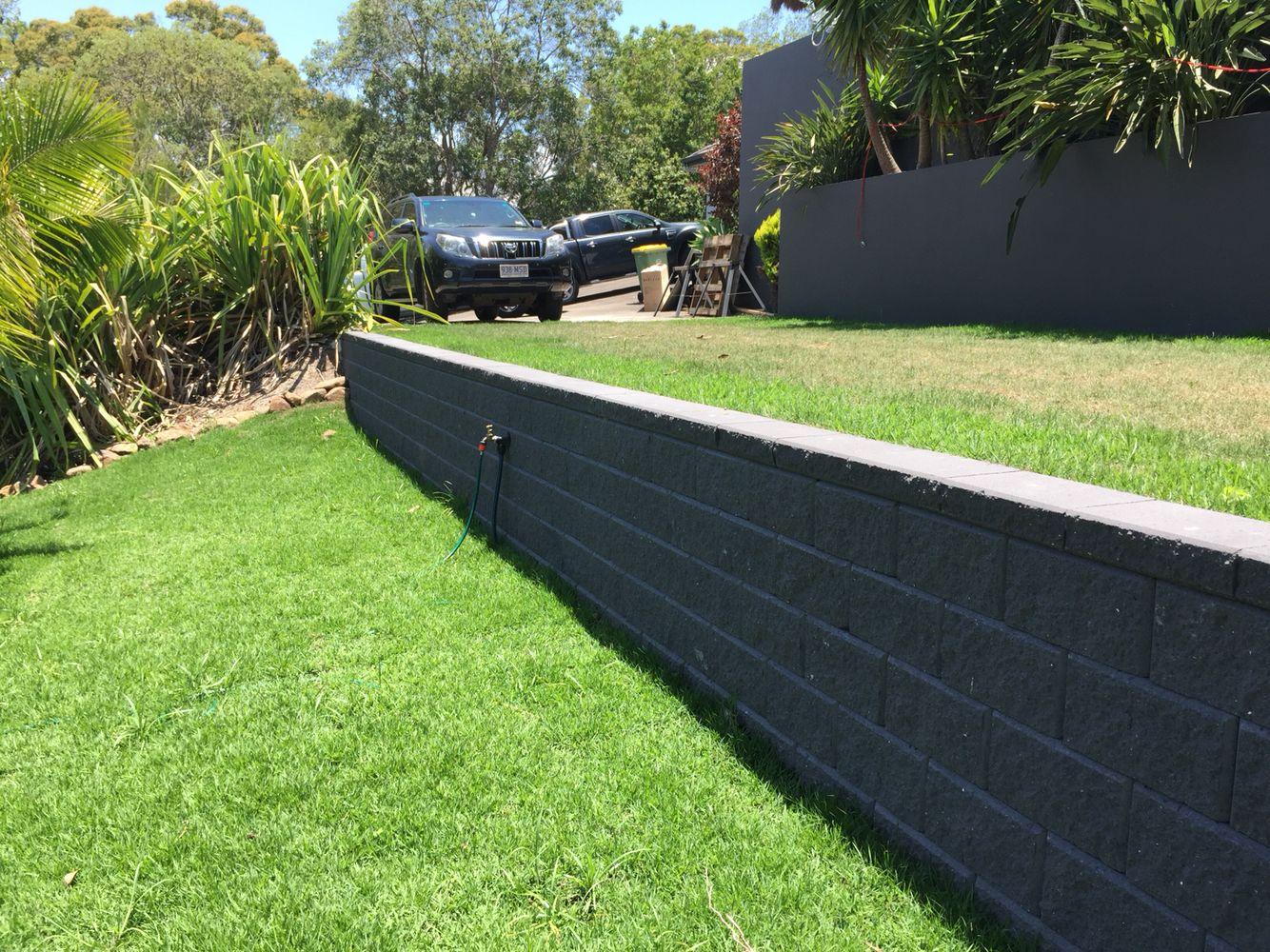 Austral Heron Charcoal Split Face Retaining Wall Little Mountain By Ilandscape Com Sloped Backyard Landscaping Landscaping Retaining Walls Sloped Backyard