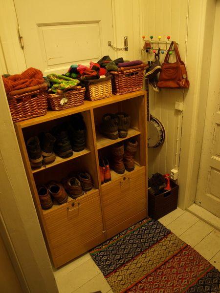 vanha kaappi,vaatesäilytys,kenkäkaappi,eteinen