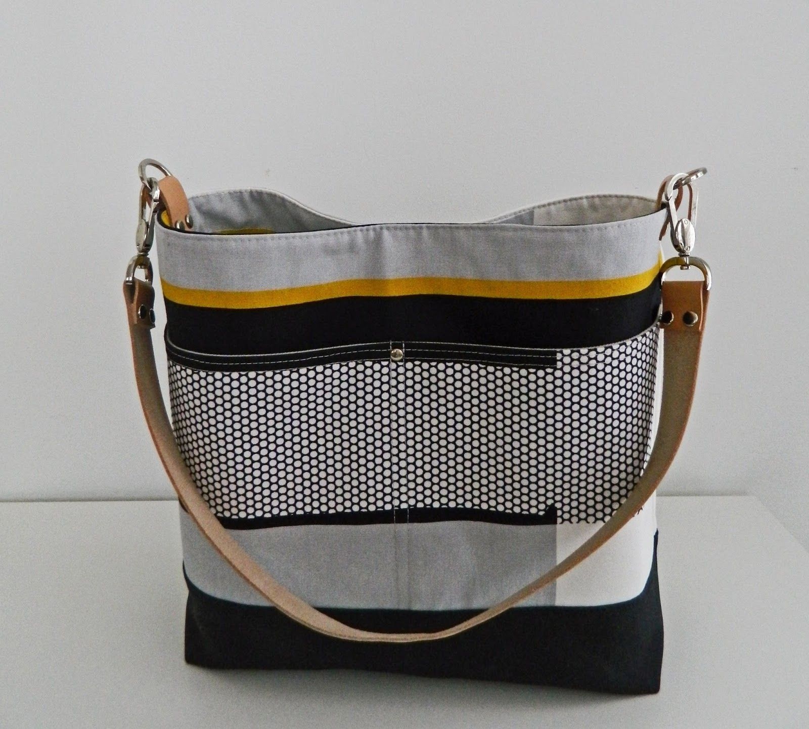 100f3fd927be I m happy to introduce my newest bag pattern to you today. ♥ ♥ ♥ Vera  Slouch Bag ♥ ♥ ♥ It s a pe.