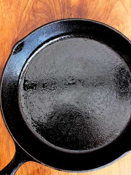 Restoring Old Cast Iron In A Self Cleaning Oven Cleaning Cast Iron Pans Seasoning Cast Iron Cast Iron Cleaning