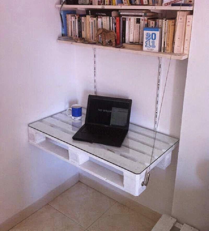 Muebles de palets una mesa sin patas con tan s lo un palet decoraci n palets muebles y - Mesas de pale ...