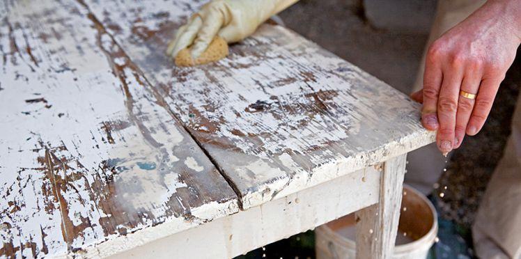 Comment décaper un meuble ☘ Visitez votre boutique bricolage ici - Comment Peindre Un Meuble Vernis