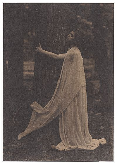 Citation: Violet Oakley, ca. 1900 / Eva Watson-Schütze, photographer. Violet Oakley papers, Archives of American Art, Smithsonian Institutio...