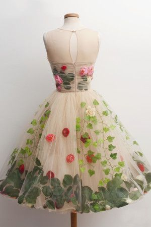 Back View Mix 3 Tablespoons Of Red Roses And 2 Green Ivy Sprinkle Mint Leaves All Over It Best Served At Midnight In A Secret Garden
