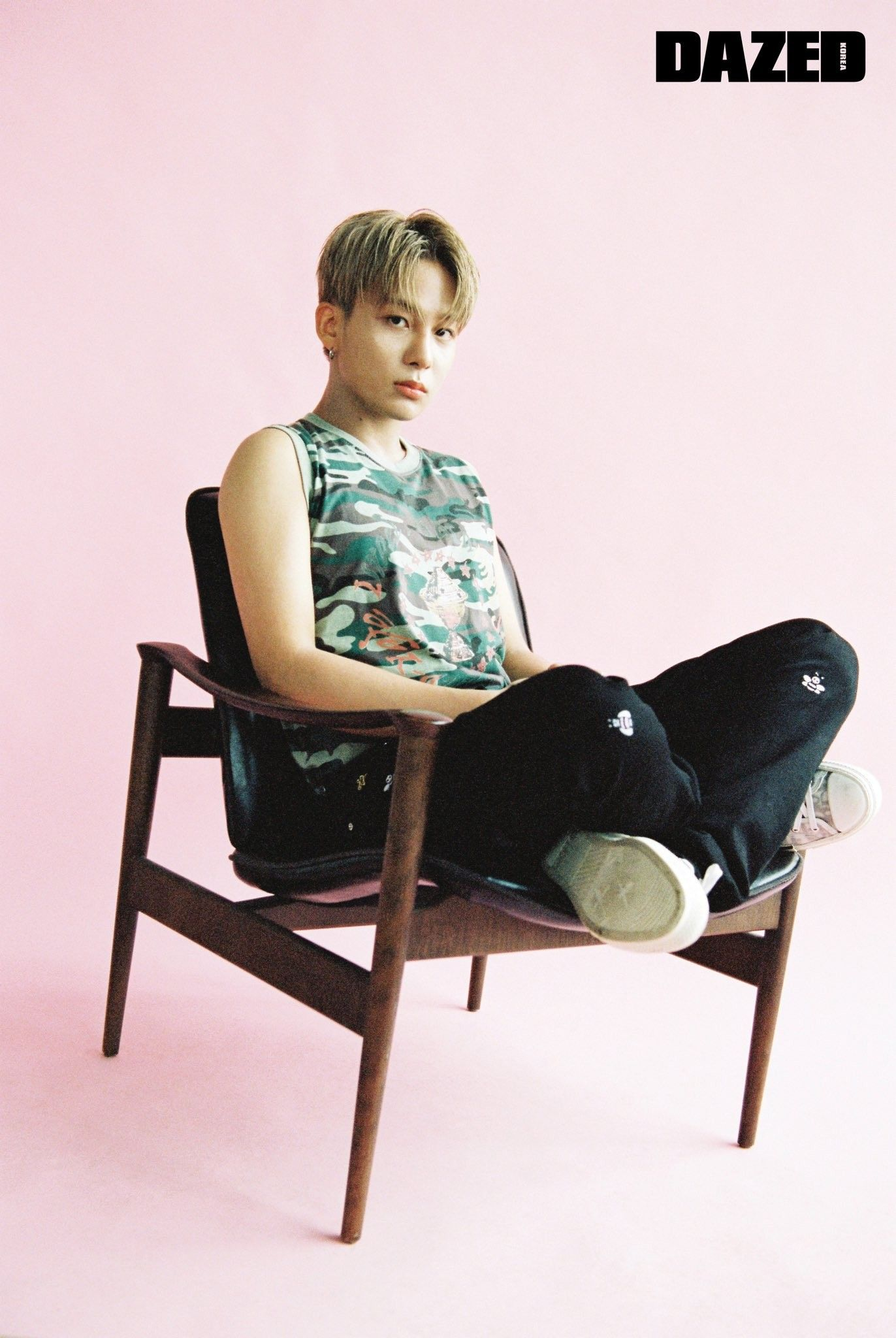 Pin By Redheart Moon On Ateez Photoshoot Pose Boy Photoshoot Jung Woo Young
