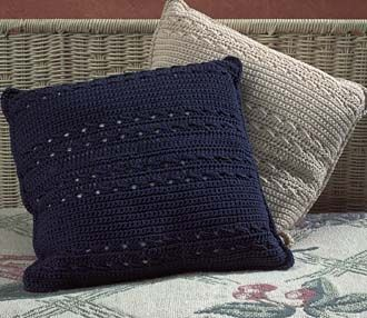 Crochet pillow pattern & DIY Linky Party | Free crochet Decorative pillows and Crochet ... pillowsntoast.com