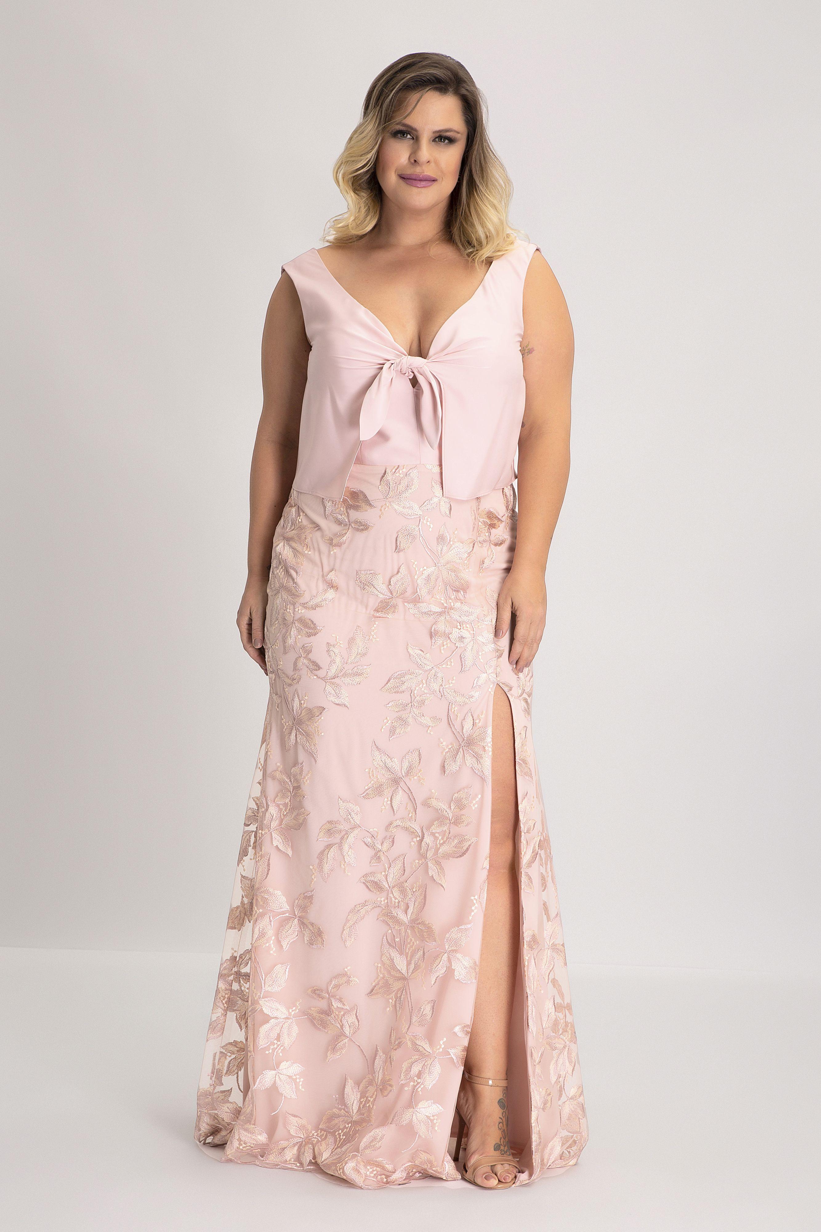 d82ebbf94 Vestido Nó Vetu: Vestido longo de crepe acetinado com tule bordado super  rico na saia