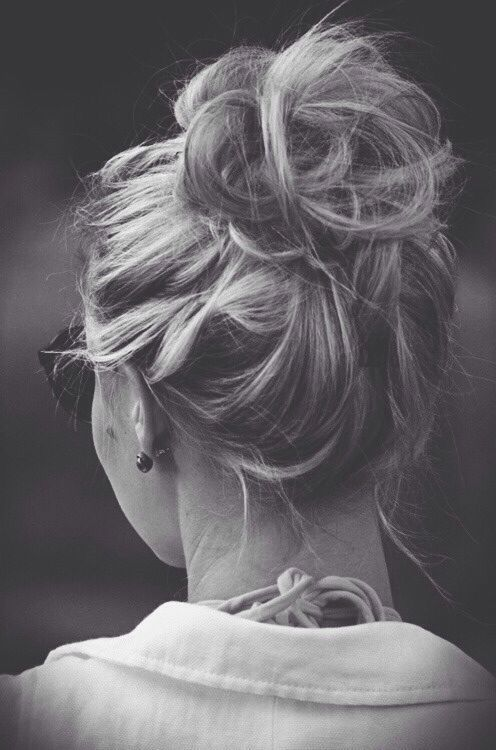 Quick and Easy Messy Bun Hairstyles!! THESE days I like it simple. And the messy bun is the answer..... ~~~A