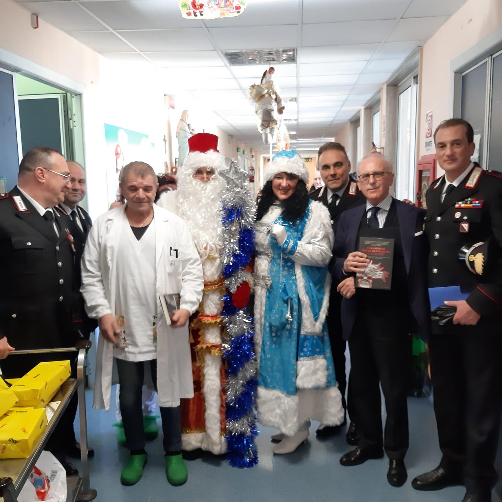 Babbo Natale consegna i doni ai bimbi ricoverati a Salerno