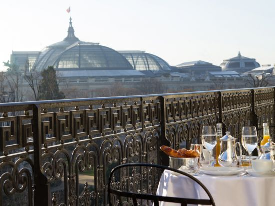 Breakfast with view from the Grand Palais Suite