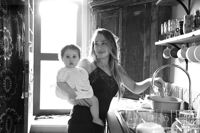 Jemima Kirke, such a beautiful woman and mother