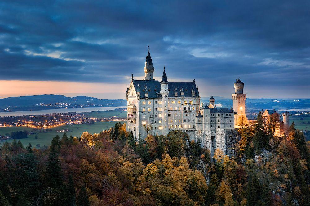 Marchenschloss Bei Nacht Schloss Neuschwanstein Gehort Heute Zu Den Meistbesuchten Schlossern Und Burgen Eur Schloss Neuschwanstein Neuschwanstein Schone Orte