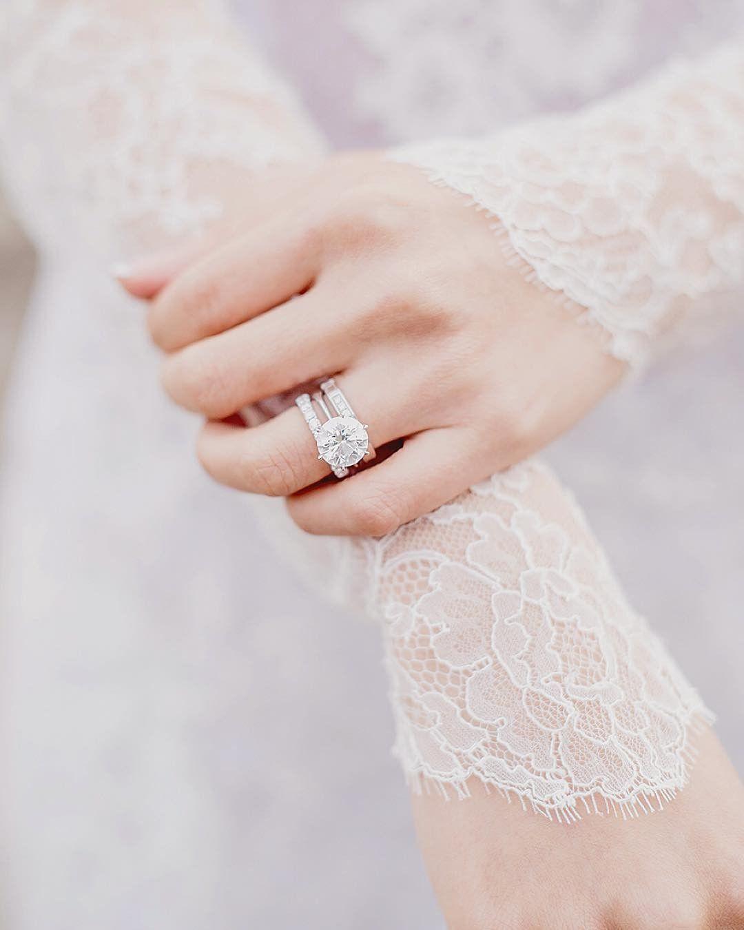 Beautiful #bling captured by @clairemorrisphotography Details  Pre-Wedding Paris  @jezylin . . . . . #parisphotographer #bridal #engagementring #aneldenoivado #diamonds #destinationwedding #weddingphotographerparis #parisjetaime #frenchwedding #weddingplannerparis #engagement #theweddingscoop #weddingdress #bridestyle #bride #noiva #casamento #casamentoemparia #preweddingphotography #paris #weddingdestination #weddinginspo