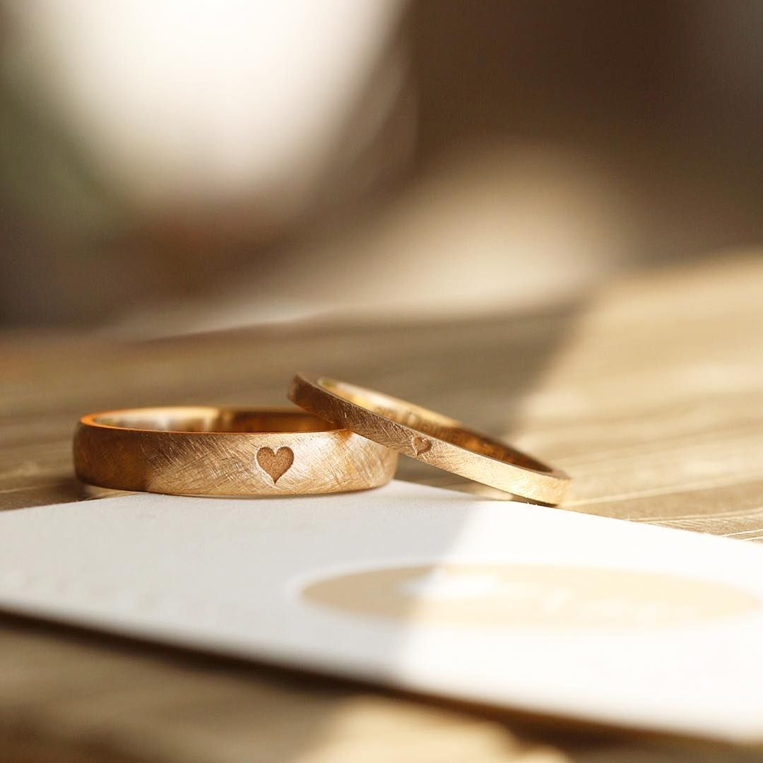 . . . by your side . . . for a lifetime . . . PURE AND SIMPLE //  bespoke wedding rings by Michaela Roemer // #theuniquelittleheart #theoriginal #weddingrings