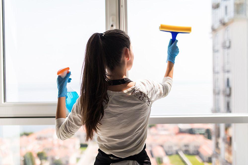 كيفية تنظيف المنزل يوميا اكتشفي أفضل طرق نظافة المراتب التاكي والاسفنج والسوست من الاصفرار بسهولة خ Window Cleaning Services Window Cleaner Cleaning Service