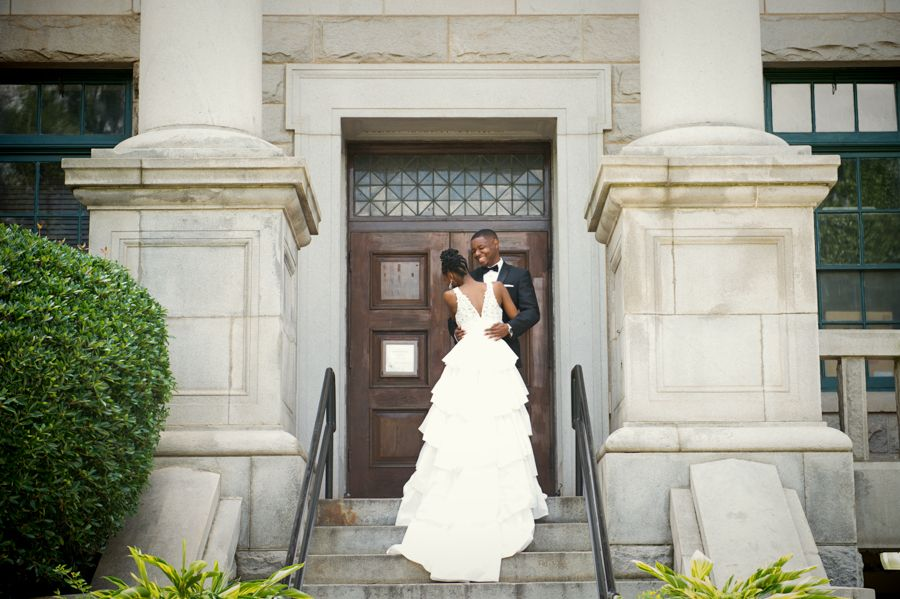 19 City Hall Weddings That Are Low Key And Oh So Lovely Courthouse Wedding Munaluchi Bride Wedding Styles