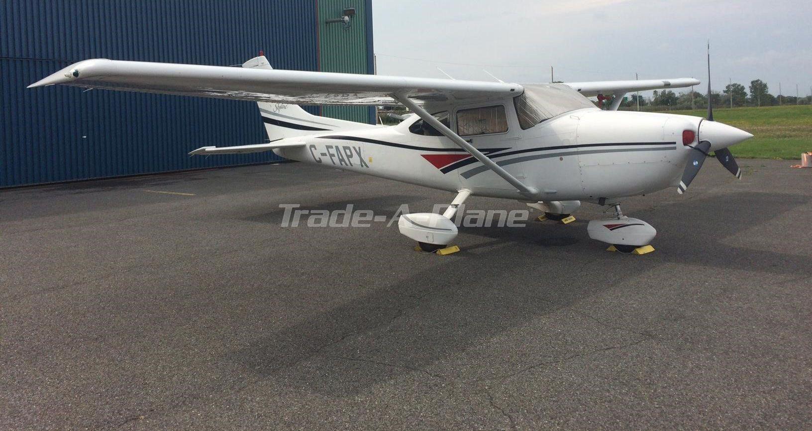 Beautiful, lowtime, original 1998 Cessna 182S Skylane is