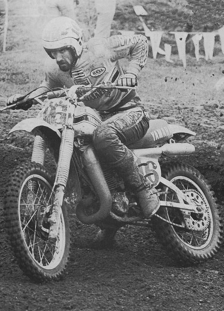 Red Staten on the Yamaha.  I believe this was taken in '78.  One of my favorite all-time moto pictures.