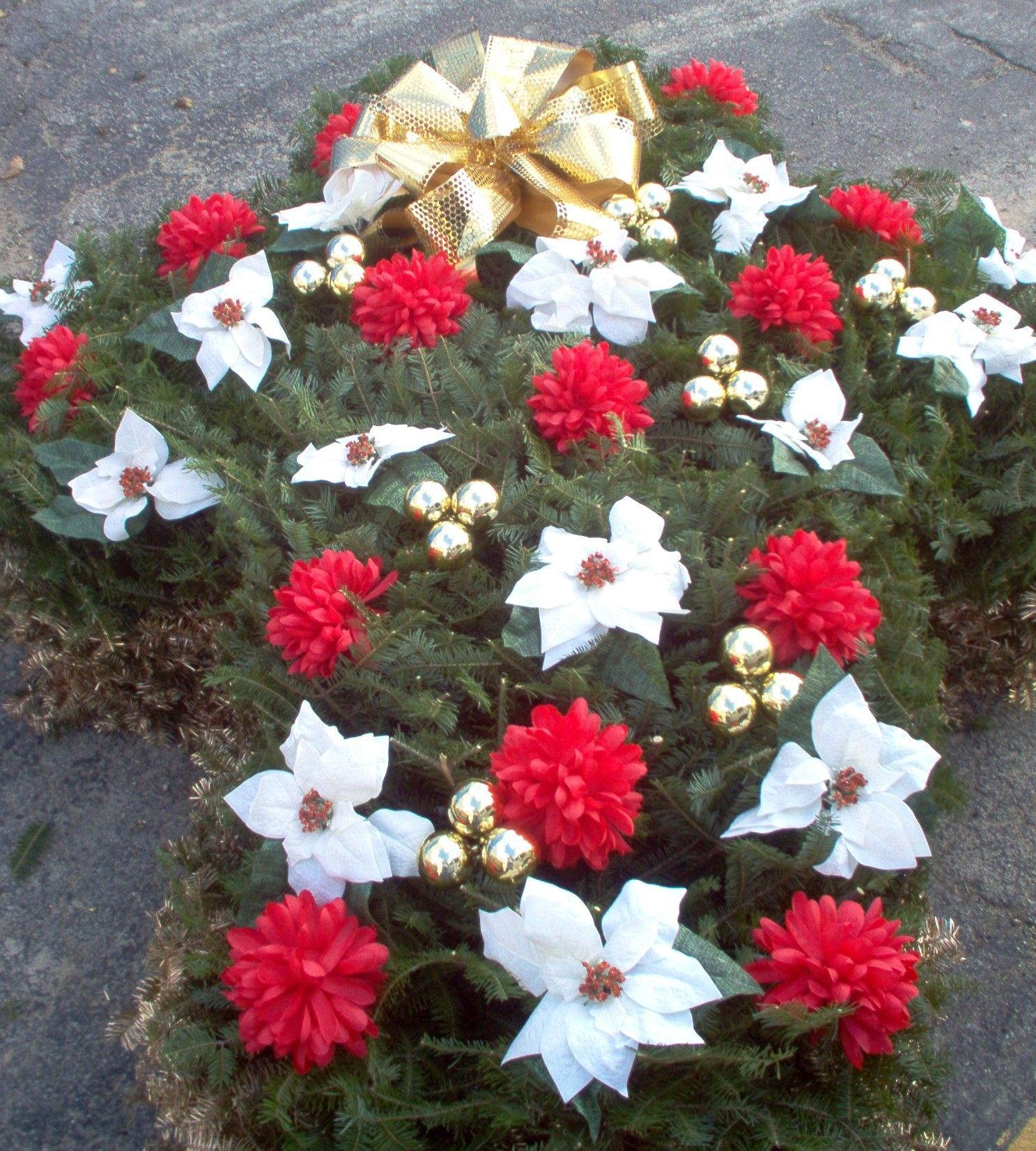 Diy Christmas Grave Decorations: Monument Saddles, Vase, Grave