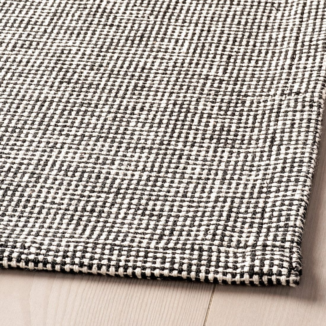 Tiphede Rug Flatwoven Gray White 5 1 X7 3 Ikea In 2020 Flatwoven Flat Woven Rug Ikea Rug