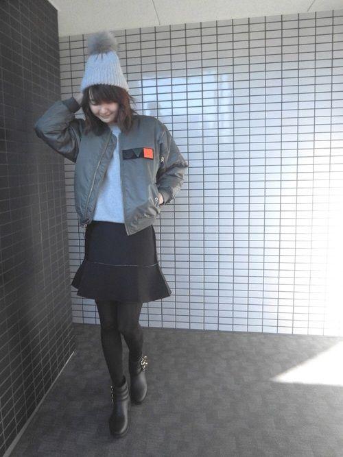 韓国ブランドのAM11のスカートは実は裏返して着ています😅 写真だとグレーに見えていたスカートが届