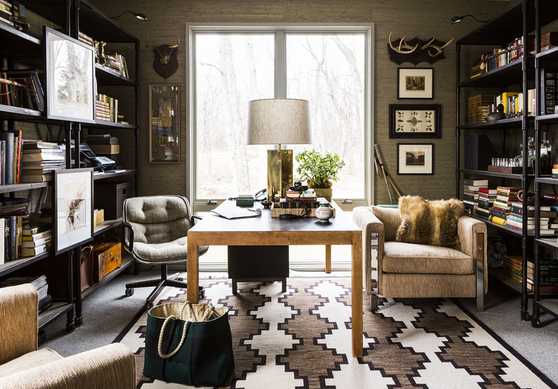 10 Rooms With Statement Rugs Masculine Home Offices Chic Office