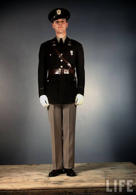 0eb96d0c5f8 Amazing Color Photos That Show U.S Army Uniforms in World War II ~ vintage  everyday