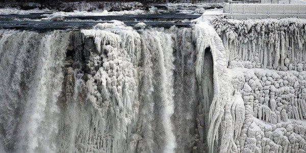 Cataratas Do Niagara As Famosas Quedas D Agua Congeladas Cataratas Do Niagara Quedas Dagua Catarata