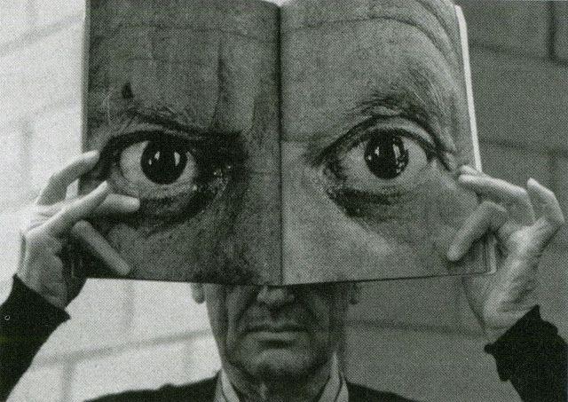 Las máscaras para la persona con la arcilla y el carbón activo