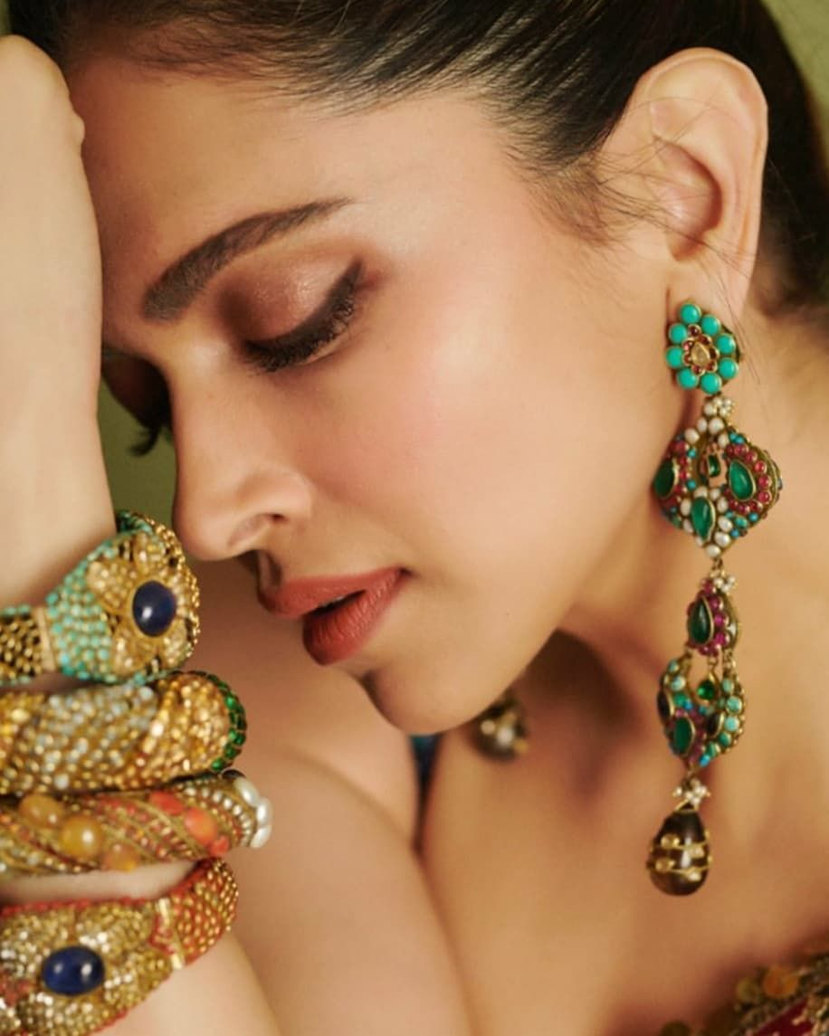 Image May Contain One Or More People Jewelry And Closeup Deepika Padukone Deepika Padukone Hot Bollywood Actress