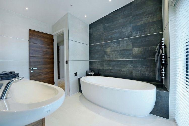 Wandfliesen In Metalloptik Als Akzent An Der Wand Grosse Fliesen Kleines Badezimmer Umgestalten Fliesen
