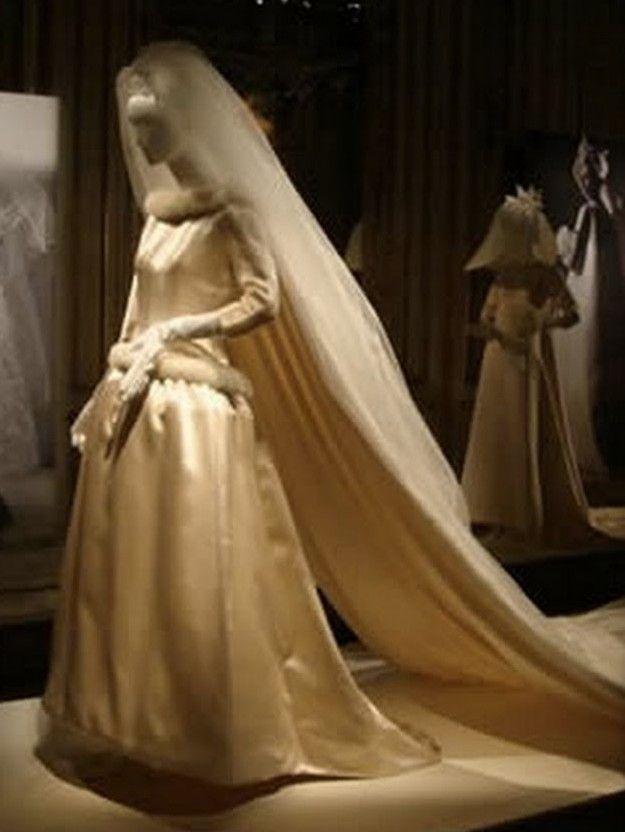 wedding gown of queen fabiola of belgium(née fabiola de mora y