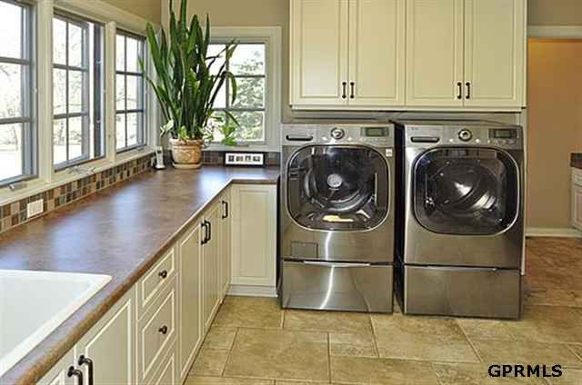 21010 Buckskin Trl Elkhorn Ne 68022 Fresh House Mudroom Laundry Room Laundry Mud Room