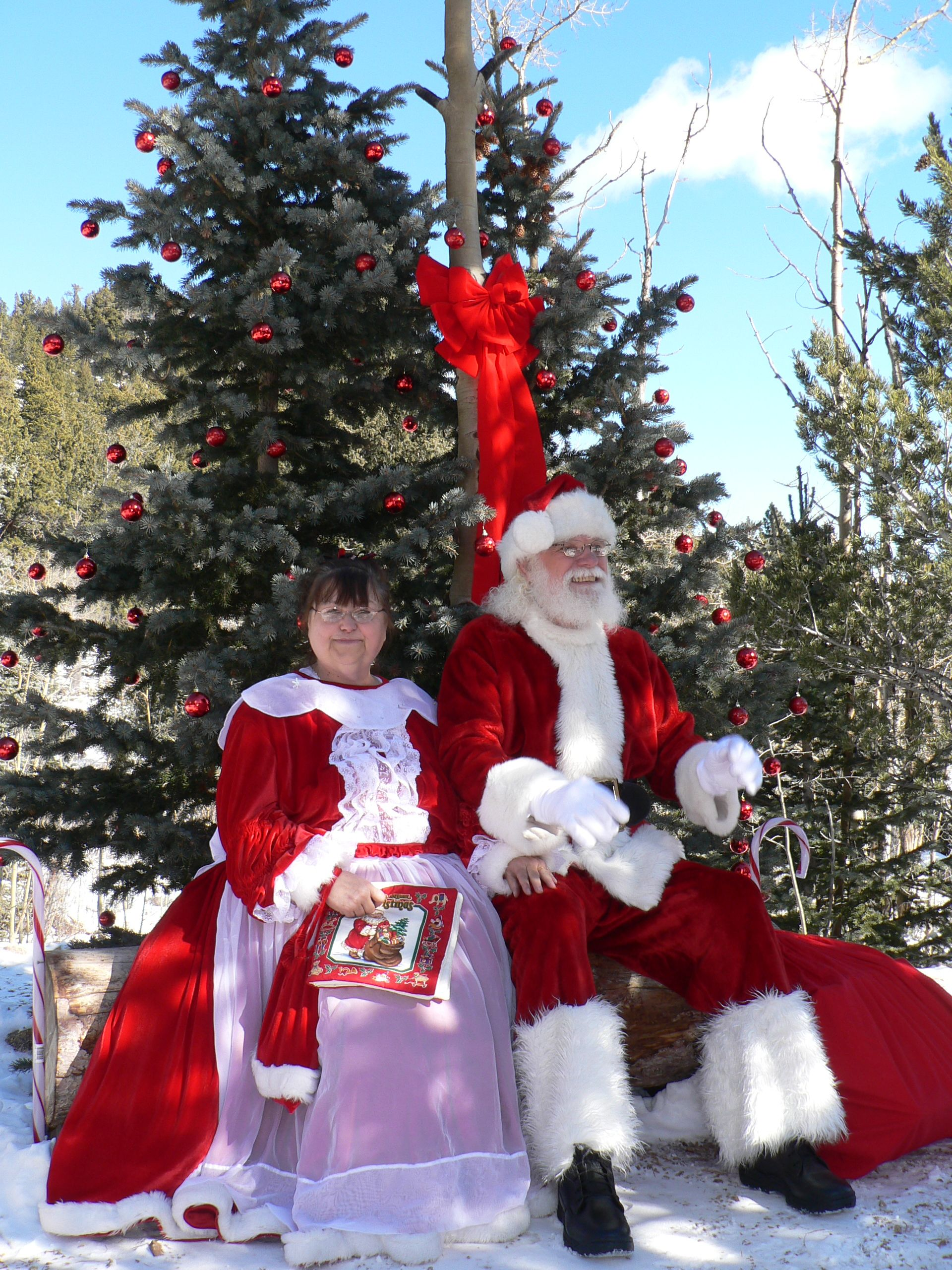 Santa And Mrs Claus Sitting At The North Pole 4 Mile Stop To Spend Time With The Children For More Informatio Santa Claus Is Coming To Town Santa Mrs Claus