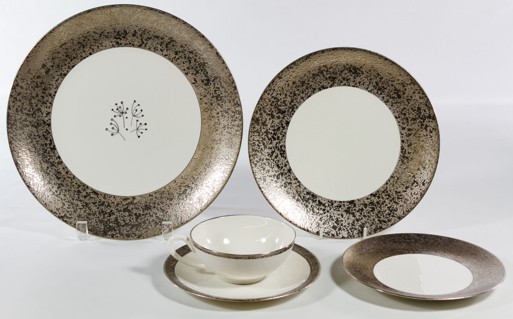 Lot 324 Sasha Brastoff \ Winrock\  China Service; Including (11) dinner · Dessert PlatesDinner PlatesSalt ... & Lot 324: Sasha Brastoff \