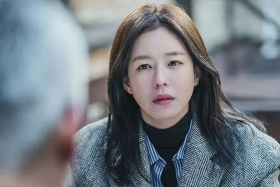 "Kyung Soo Jin Transforms Into Producing Director With Mysterious Past In Upcoming Drama ""Mouse"""