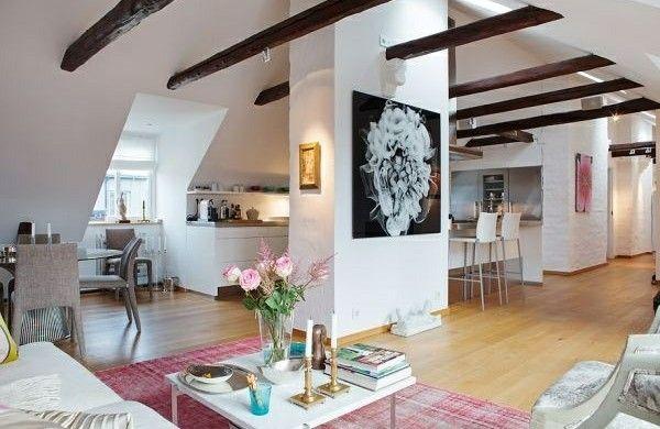 dachwohnung einrichten wohnzimmer farbiger interior holzbalken - einrichten wohnzimmer