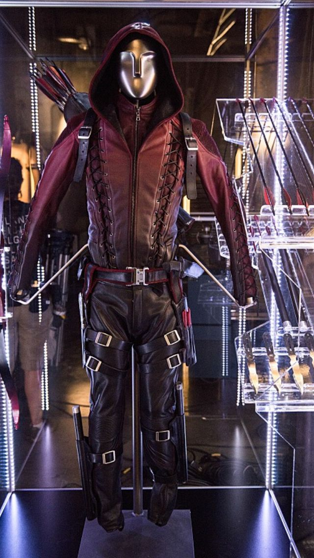 Awesome new look at Arsenal's costume in season 3 of ARROW!
