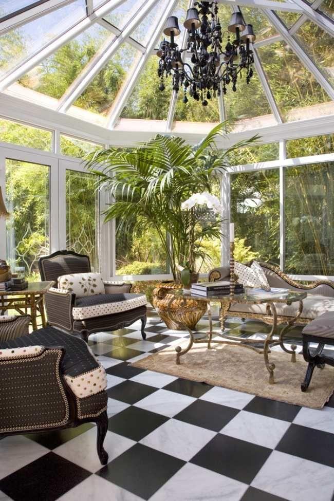 wintergarten glasanbau sessel kronleuchter klassischer stil fliesen ...