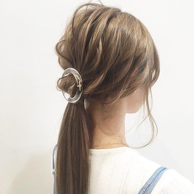 ポニーテール  アクセサリーはお好みで☺️✨ #ワンランク上のヘアアレンジ  #大人女子  #ヘアセット#ヘア#髪型#ヘアアレンジ#簡単アレンジ#ロングヘア#ボブ#編み込み#ヘアメイク#ファッション#コーデ#メイク#ネイル#くるりんぱ#ブライダル#結婚式#コーディネート #アクセサリー#bridal#hairmake#ootd#hair#hairarrange#fashion#makeup#beauty#nail