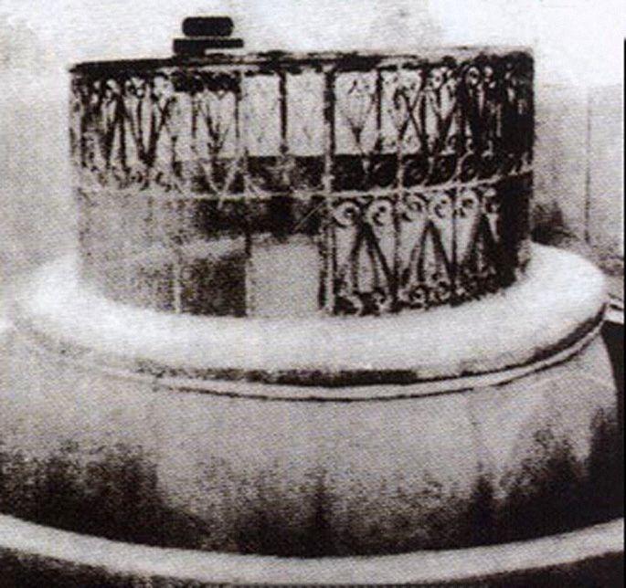 بئر زمزم مكة الحجاز The Well Of The Zamzam Holy Water Makkah Hejaz Muslims Believe That The Zamzam Well Is A Contempo Mecca Beautiful Mosques Islamic Art