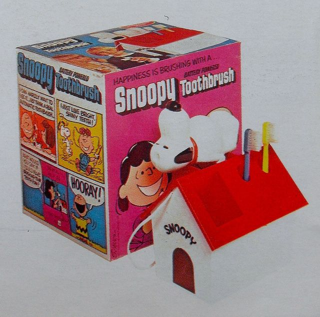 1972 Vintage Snoopy Electric Tootbrush Toy Advertisement 1970s #vintagetoys