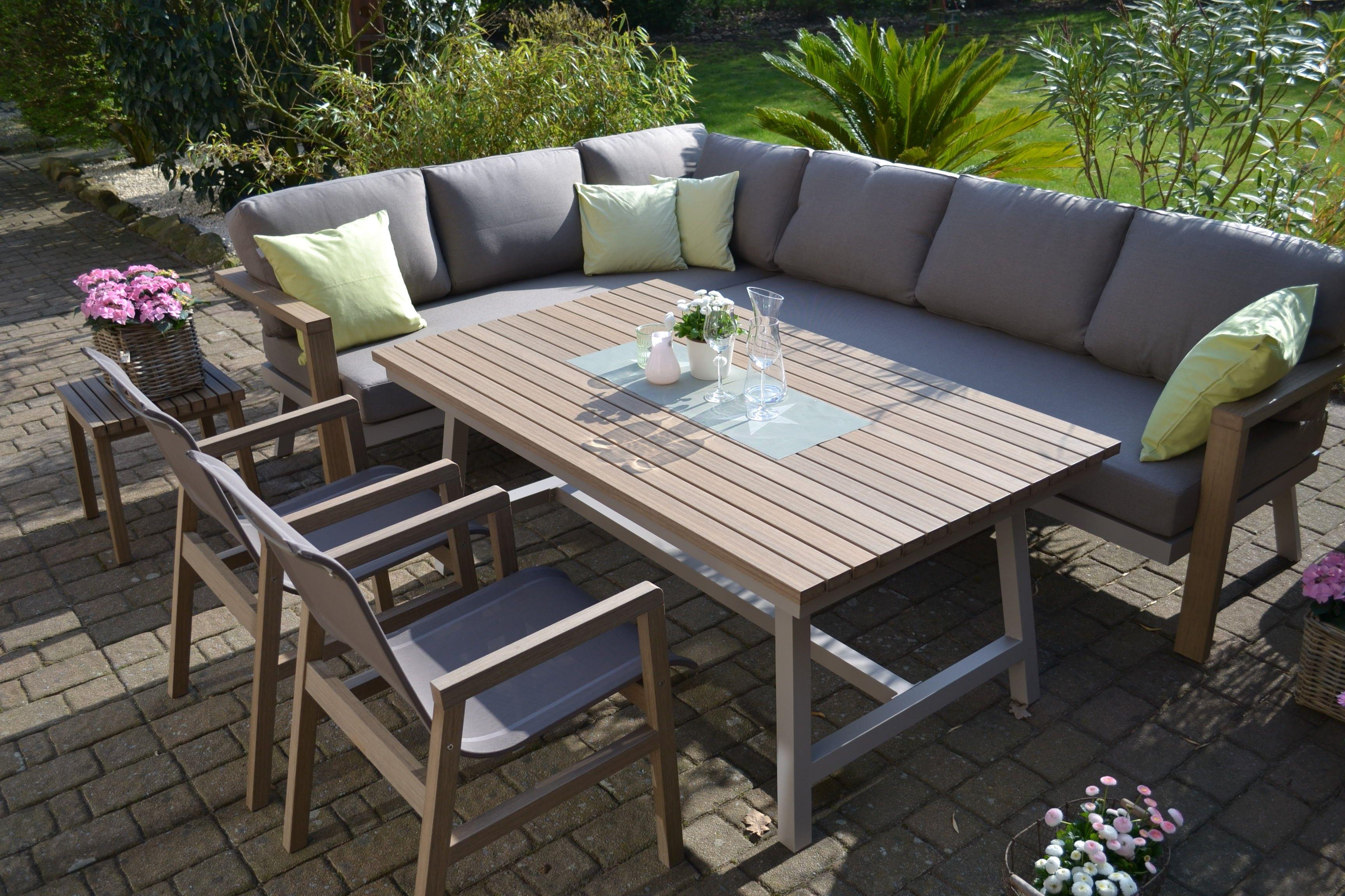 Exklusive Ecklounge Mailand Was Ist Enviro Wood Enviro Wood Ist Ein Kunststoff Mit Einer Erstaunlichen Ahnlichkeit Z Modernes Poolhaus Aussenterasse Lounge